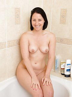 Sexy Mature Bath Pictures