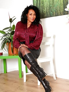 Sexy Mature Boots Pictures